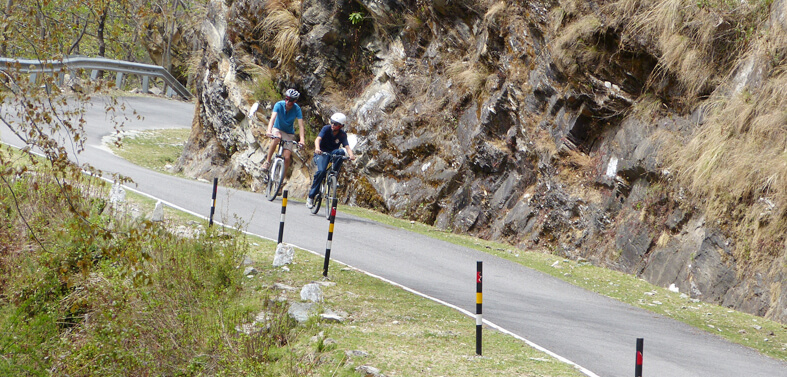 Mountain Biking Tour in Garhwal Himalayas e64974337